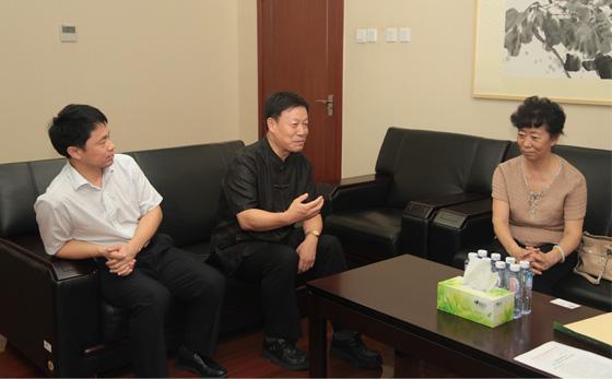 授渔基金专家委员会专家杨农、授渔基金秘书长高继辉向李副主席汇报工作.jpg